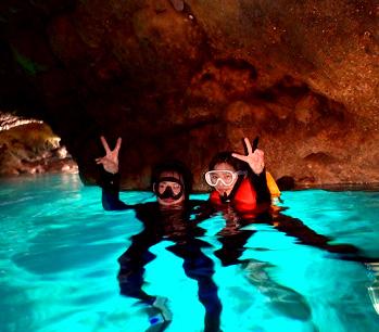 神秘的な青の光に癒される『青の洞窟』シュノーケルツアー